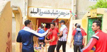 طلاب التربية الرياضية بسوهاج يدعمون قرية شندويل بالمراغة