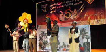 """""""الأميرة بنفسج"""" عرض مسرحي سوداني جديد بمهرجان طيبة للفنون بأسوان"""