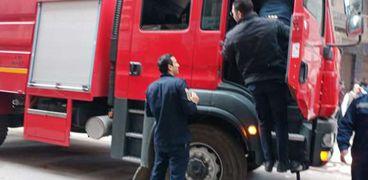 السيطرة على حريق بمحل لبيع السيارات في الإسكندرية