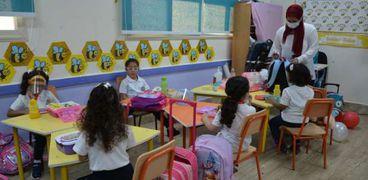 طلاب في الفصول المدرسية