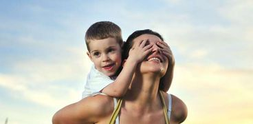 صورة تعبيرية عن الأمومة