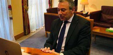 سفير مصر بلندن ووزير الدولة البريطاني يتباحثان حول السد الإثيوبي