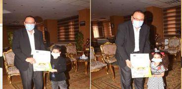 محافظ الشرقية يكرم أصغر عضو بنقابة القراء: عمر صاحب الـ6 سنوات مستشارا وسفيرا