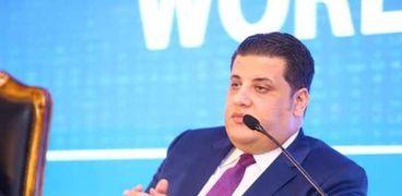 مصطفى زمزم أحد سفراء مبادرة حياة كريمة ورئيس مجلس أمناء مؤسسة صناع الخير