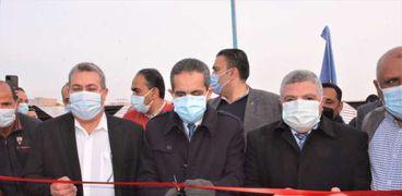 محافظ الغربية يفتتح مسجد و ٣ محطات للصرف الصحي بمركز قطور