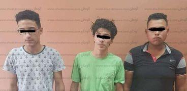 المتهمون بعد القبض عليهم