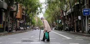 دراسة ألمانية:معظم حالات العدوى بكورونا تحدث داخل المنازل ودور المسنين