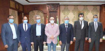 محافظ المنيا يستقبل مجلس إدارة الغرفة التجارية
