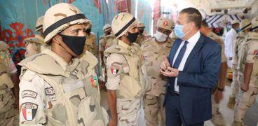 محافظ المنوفية يتفقد قوات تأمين الإنتخابات