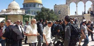 المستوطنون اليهود يستأنفون اقتحامهم للمسجد الأقصى