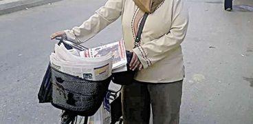 «أسمهان» تبيع الجرائد فى الشارع