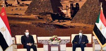 الرئيس السيسى والفريق أول «البرهان» خلال لقائهما اليوم فى السودان