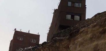 إجراءات أمن وسلامة يجب اتباعها في أعقاب انهيار الصخور