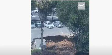 ابتلاع بعض المركبات في موقف للسيارات تابع لمستشفى «شعاري تصيدق»