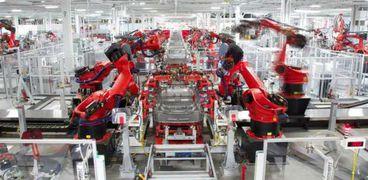 مصنع سيارات - ارشيفية