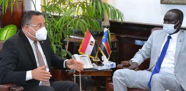 وزير الشباب والرياضة بجنوب السودان مع رئيس جامعة الإسكندرية