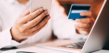 أغلب المصريين يفضلون الدفع الإلكتروني بدعوى أنه أكثر توفيرا
