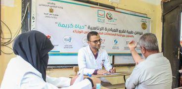 خلال الكشف علي المواطنين بالقوافل الطبية