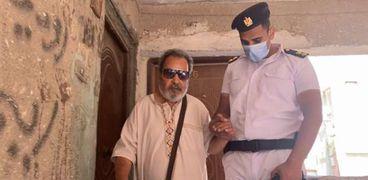 أمن القاهرة يلبي استغاثة مواطن كفيف