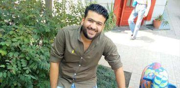 علاء عادل من ضمن الشباب اللذين تركوا عملهم