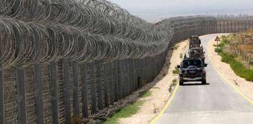 صحيفة أمريكية: تخلي واشنطن عن سياج حدودي مع المكسيك سيوفر 2.6 مليار