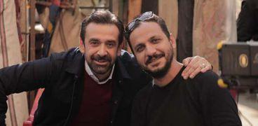 المخرج بيتر ميمي والفنان كريم عبدالعزيز في كواليس تصوير مسلسل الاختيار 2