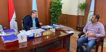 الدكتور مصطفى النجار رئيس جامعة مطروح مع محرر الوطن