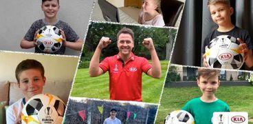 """: سفير """"جولة كأس الدوري الأوروبي"""" مايكل أوين والأطفال المشاركين في مشروع  """"جولة كأس الدوري الأوروبي بقيادة كيا"""" عبر الإنترنت من مختلف أنحاء أوروبا."""