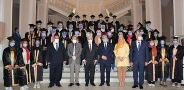 وزير التربية والتعليم يكرم أوائل الدبلومات الفنية