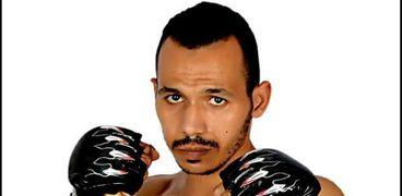 البطل الرياضي عمرو عشري