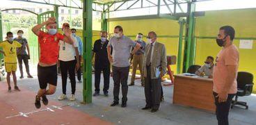 رئيس جامعة سوهاج يتابع اختبارات القدرات بكلية التربية الرياضية