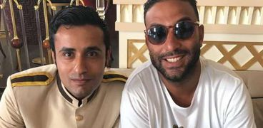 أحمد حسام ميدو وإلى جانبه حسن حلمي