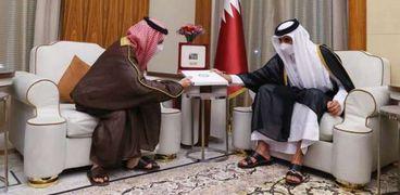أمير قطر تميم بن حمد آل ثاني يستقبل الأمير فيصل بن فرحان بن عبد الله وزير الخارجية السعودي