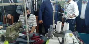 محافظ القاهرة يتابع  الورش الانتاجية