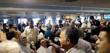 الدكتور هشام عرفات وزير النقل يستقبل الحجاج فى نويبع صورة أرشيفية