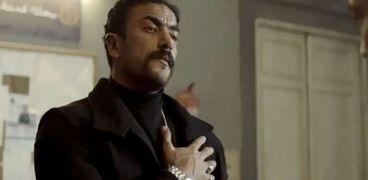 أحمد العوضي في مشهد من مسلسل اللي مالوش كبير