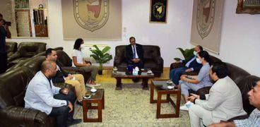 رئيس جامعة سوهاج يستقبل مسئولي البرامج بالسفارة السويسرية