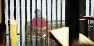 المعزول محمد مرسي داخل القفص