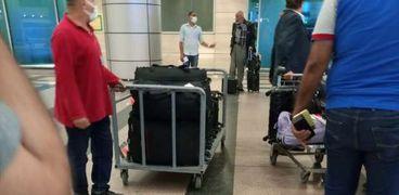 السلطات الأمنية بمطار القاهرة الدولي تفرج عن رجل الأعمال أشرف السعد