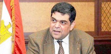 الدكتور أشرف حاتم عضو اللجنة العليا للفيروسات بوزارة التعليم العالي ووزير الصحة الأسبق