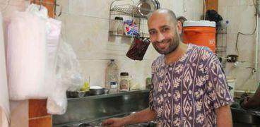 الشيف ياسر الشهير بـ«بروفيسور الكبدة»