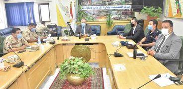 محافظ أسيوط يترأس غرفة عمليات لمتابعة أنتخابات النواب