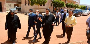 نائب محافظ سوهاج يتفقد الديرين «الأبيض والأحمر» ومعبد «أتريبس»