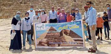"""هيئة تنشيط السياحة تكرم الفائزين بمسابقة """"ارسم أهرامات الجيزة"""""""