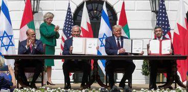 جانب من توقيع اتفاق السلام