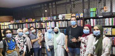 """بعض المشاركين فى معرض أيام الحظر فى مركز """"كتبجية""""."""