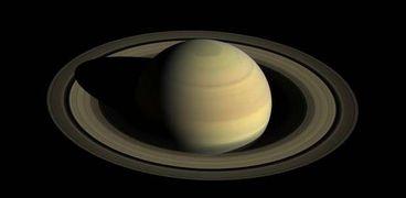 اكتشاف 20 قمر جديد حول كوكب زحل متفوقا على المشترى