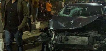 السيارة في مكان الحادث والدراجة النارية