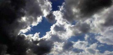 سماء محملة بالغيوم
