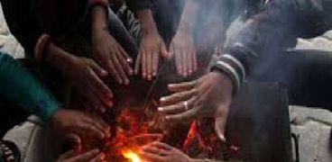 نيران التدفئة تصيب مسن بحروق في سوهاج